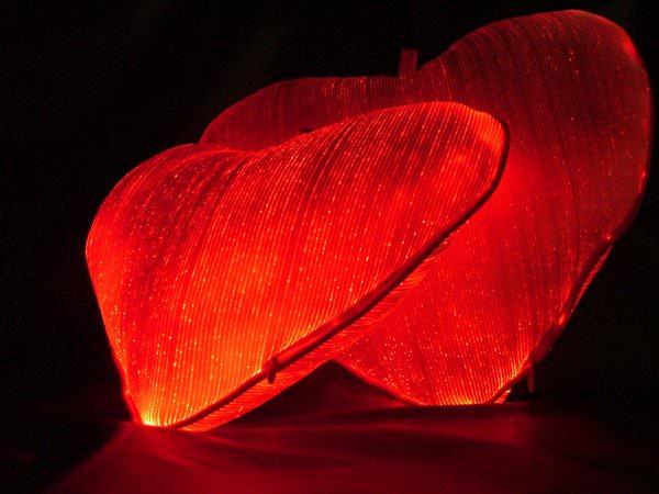 Изысканное сияние – светящиеся ткани в интерьере!