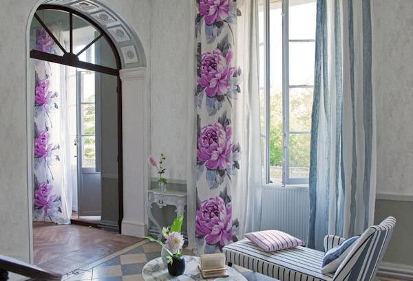 Модный цветочный принт в интерьере