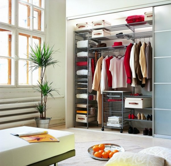Гардеробная в доме – роскошь или необходимость?