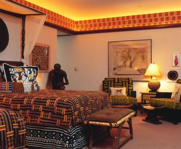Стильная спальня, оформленная в африканском стиле