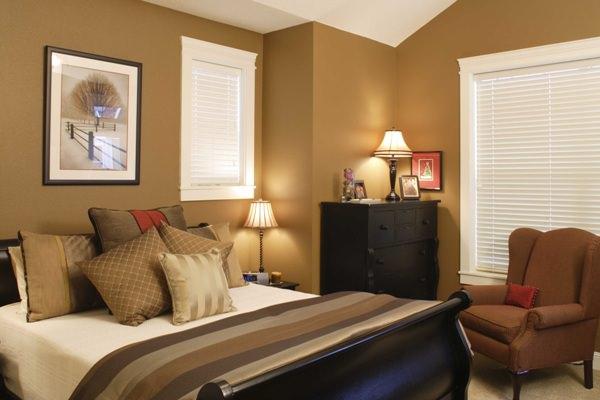 Спальня, оформленная в коричневом цвете